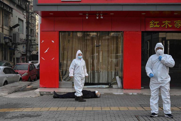 Man dead of Covid-19 in Wuhan street